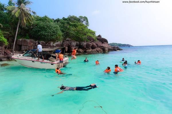 Thỏa thích bơi lội, ngắm san hô.Ảnh: Huỳnh Lê Tuấn