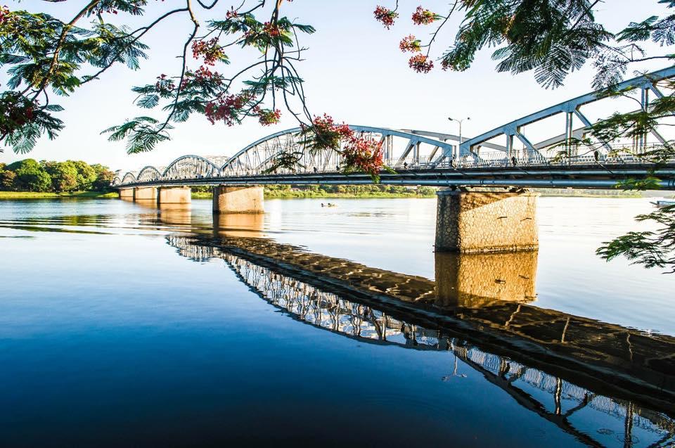 Cầu Tràng Tiền - Tp Huế.